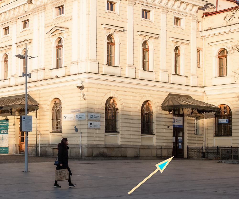 Wejście do Biblioteki w budynku byłego Dworca PKP w Krakowie